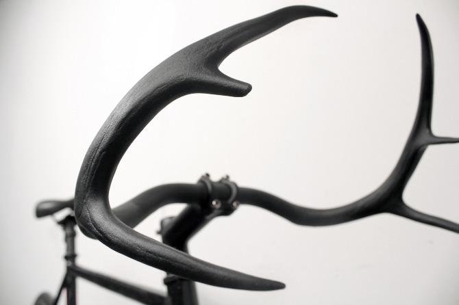 Le guidon en bois de cerf - moniker