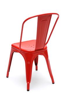 La chaise en métal rouge vue de derriere - Tolix