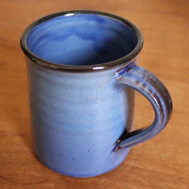 La tasse de café en argile rouge – Tender