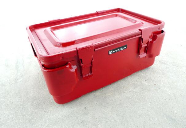 malles de rangement en métal et hermétique rouge