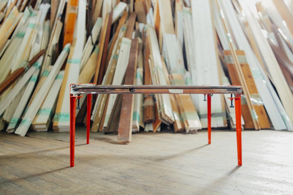 Les pieds de table rouge en métal - The Floyd Leg