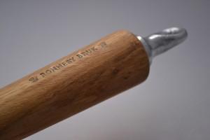 Le manche gravé de la poele en fonte - Ronnebybruk4