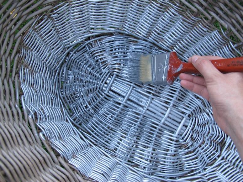 Repeindre de l'osier au pinceau