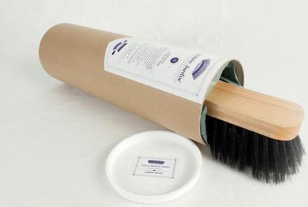 Ouverture du kit entretien cuir et la brosses en bois - Andrée Jardin