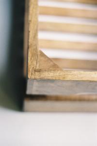 l'angle de la caisse en bois