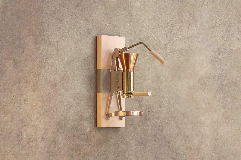La machine à café en bois et métal - Strietman