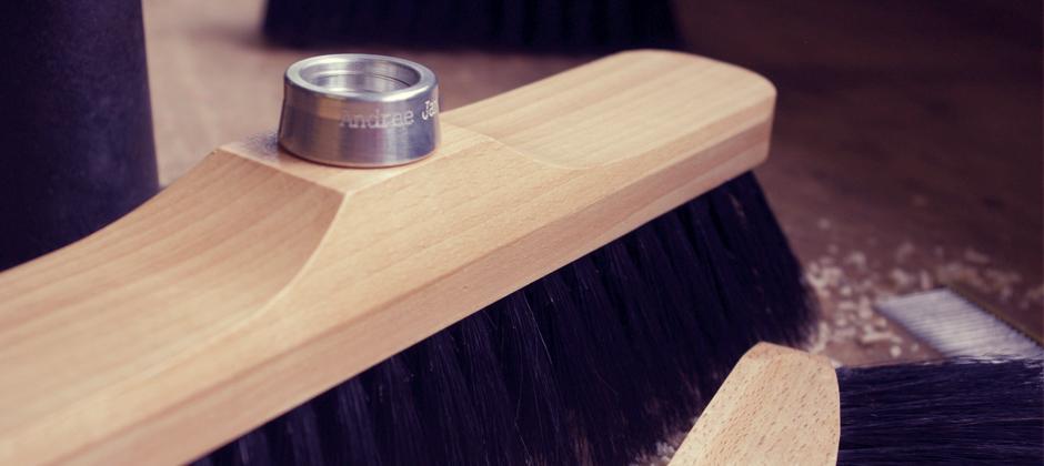 Les traditionnelles brosses en bois - Andrée Jardin