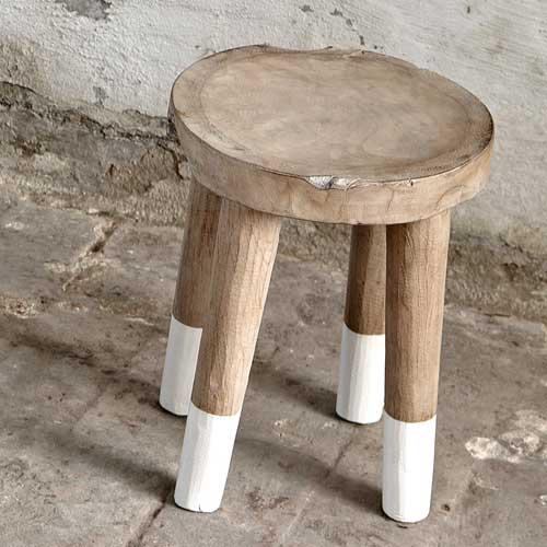 Le tabouret Hübsch en bois de manguier