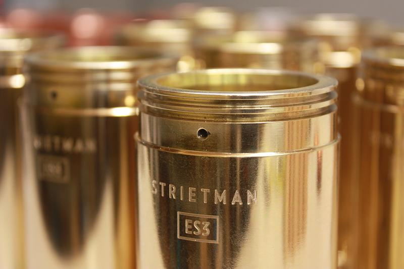 les pièces de la machine à café en bois et métal - Strietman