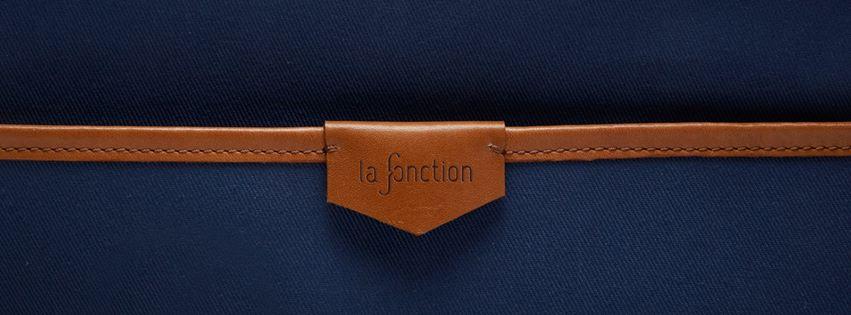 pochette bleue en cuir - La fonction