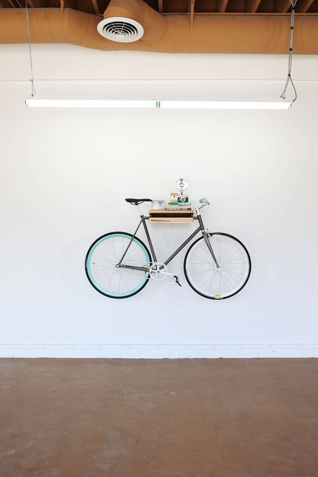 porte vélo en bois mural