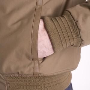 les manches et les poches du bomber aviateur en cuir made in France